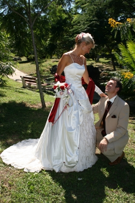Robe mariage blanc bordeaux
